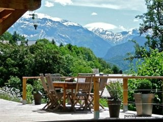 Morillon/Samoens - Large chalet apartment in nearby village - Ski or walking.
