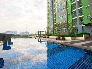 One Bedroom Apartment 200 metre walk to Bangkok Skytrain Station, Nonthaburi