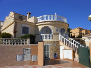 (486) Casa Victoria 3 bed villa private pool air-con Wi-Fi garden close to shops