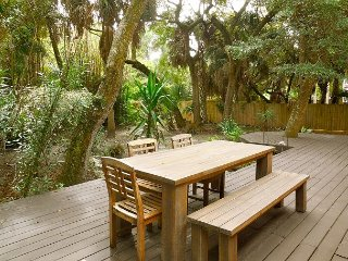 Bamboo Breeze - Pet-Friendly Tropical Getaway, Folly Beach