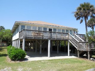 Beach Nuts 2- Newly Decorated Home with Ocean Views, Folly Beach