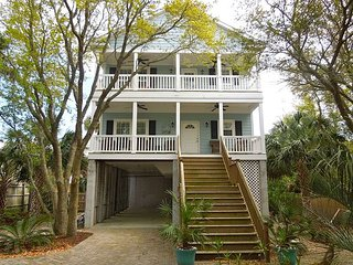 Blue Pearl - Pet-Friendly Duplex Near Center Street, Folly Beach
