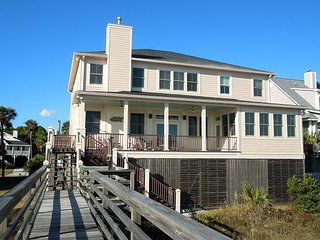 Blue Waters - Spacious Home with Views of the Pier
