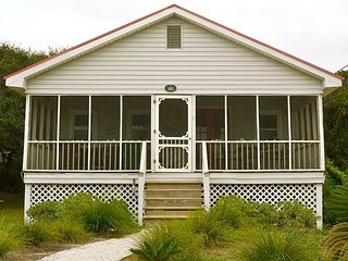 Bonnie Dune - Cozy Little Beach Cottage, Folly Beach