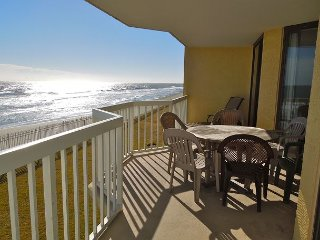 Charleston Oceanfront Villas 110 - Luxury Condominiums on the Ocean`s Edge!, Folly Beach