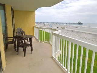 Charleston Oceanfront Villas 119- Condo with Oceanside Balcony, Folly Beach