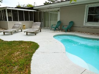 Cottage Off Center - Classic Beach Cottage with Modern Amenities, Folly Beach