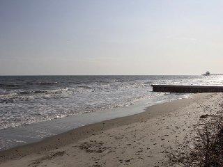 Steps to the Beach!!
