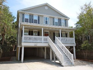 In Chambers - Spacious House with Pool, Folly Beach