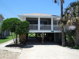 Katie's Cottage - Beautiful River Views - Newly Renovated, Folly Beach