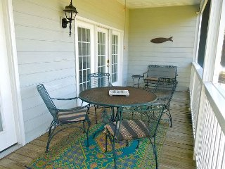 Marsh Winds 2F - Comfortable Condo with Pool Access, Folly Beach