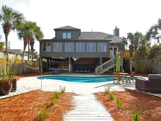 Salt Marsh - Spacious Living Space Near Beach, Folly Beach
