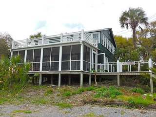 The Bluff - Rooftop Deck with Wonderful Ocean Views, Folly Beach
