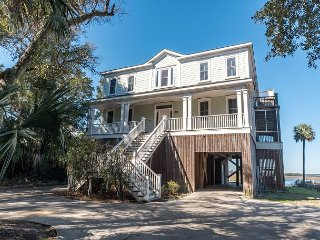 The Tabby House - Riverfront with Large Private Boat Dock, Folly Beach