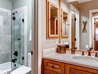 10_Ridgepoint-90_bathroom.jpg