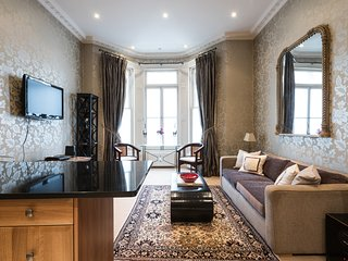 Superb Location! Family Friendly 2BDR Home With Personality, London