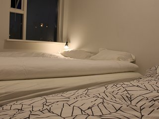Private bedroom in harbour area, free parking/wifi. Shared bathroom/Kitchen., Reykjavik