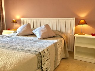 Nice and cozy apartment w/private garden, great location only 400m from the sea