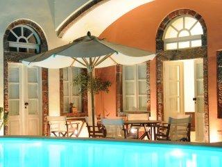 Unique Restored 1868 Wine Canava - Caldera View, Private Pool, Sunbathing Deck