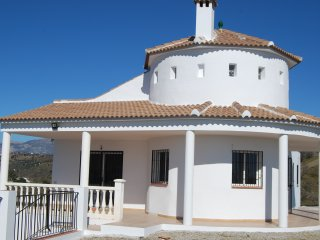Bright and nice villa with amazing views, Benamargosa