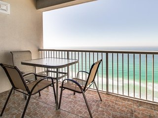 Oceanfront condo w/ shared pool, hot tub, & beach access - snowbirds welcome!