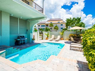 Villa Vista Mare - Luxurious 3BD/3BA Beachfront, Heated Pool