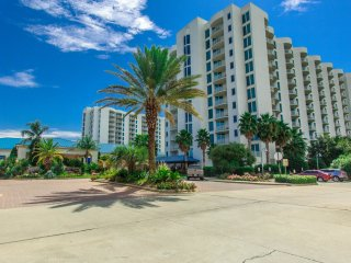 NEW RENTAL with Spring Break SPECIALS! Walk to restaurants, beach & shopping!, Destin