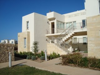 Penthouse Apartment Flat Roof+Terrace, Stunning Mediterranean and Mountain Views