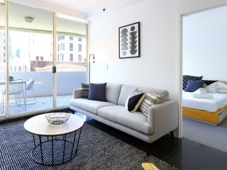 Modern Sydney City 2 Bed with Pool and Gym