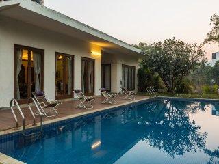 SaffronStays 9 Palms - Luxury private pool villa in Alibaug