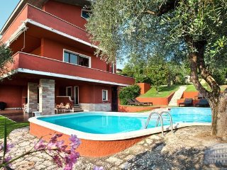 Villa in Lake Garda : Garda / Bardolino Area Villa Cesa, Calmasino