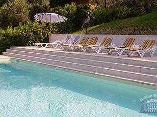 Villa in Lake Garda : Salo Area Villa Lomar, San Felice del Benaco