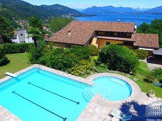 Villa in Lake Maggiore : Arona Area Villa Nebbi, Angera