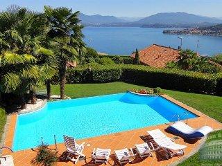 Villa in Lake Maggiore : Arona Area Villa Preziosa 10 Guests, Meina