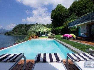 Villa in Lake Maggiore : Laveno Area Villa Gisella, Laveno-Mombello