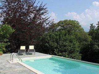 Villa in Lake Maggiore : Laveno Area Villa Lava + Annex, Laveno-Mombello