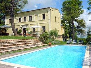 Villa in Le Marche : S. Benedetto Tronto Area Villa Dafne, Santa Vittoria in Matenano
