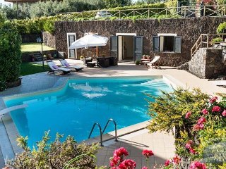 Villa in Sicily : Catania Area Villa Fiorella 4 Guests, Ragalna