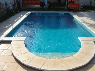 Family apartment with big garden & private pool, Medulin