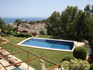 4 Bedroom Villa with Pool, Gharghur