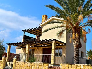 Private Sandy Beach - Sea Views - Stunning Infiity Pool - Exclusive Location, Argaka