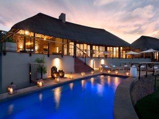 Mhondoro Game Lodge Villa