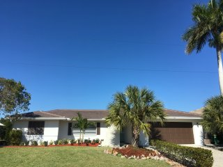 Waterfront Home, Heated Pool, near Residents Beach, WiFi, Lanai, just Remodeled