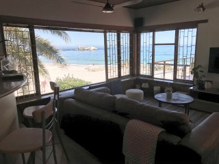 Iconic Beach Bungalow - Clifton 4th - Sleeps 8 - Right on the beach front