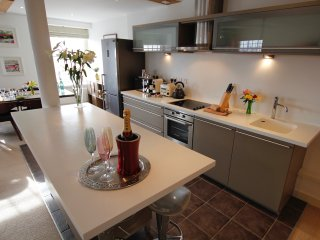 The Admiral's Quarters Luxury 2 Bed Apartment with Stunning Views of Portsmouth