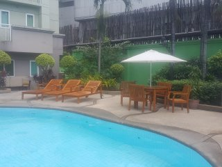 3BR | Great View | Near Boni/EDSA MRT Station