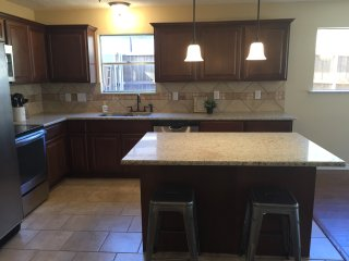 Newly Updated & Walking Distance to Cowboys Stadium & Rangers Ballpark!, Arlington