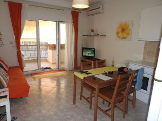 R30 Lovely apartment in the center of N.Potidaia., Nea Potidea