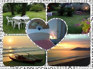 Marina di Massa-Toscana-6 posti letto-giardino-posto auto interno proprietàwifi