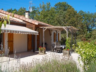 A beautiful two bedroom villa set in its own grounds with private pool., Saint-Martin-de-Vers
